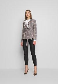 Fashion Union - MODEL - Blazer - light pink - 1