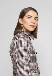 Fashion Union - MODEL - Blazer - light pink - 3