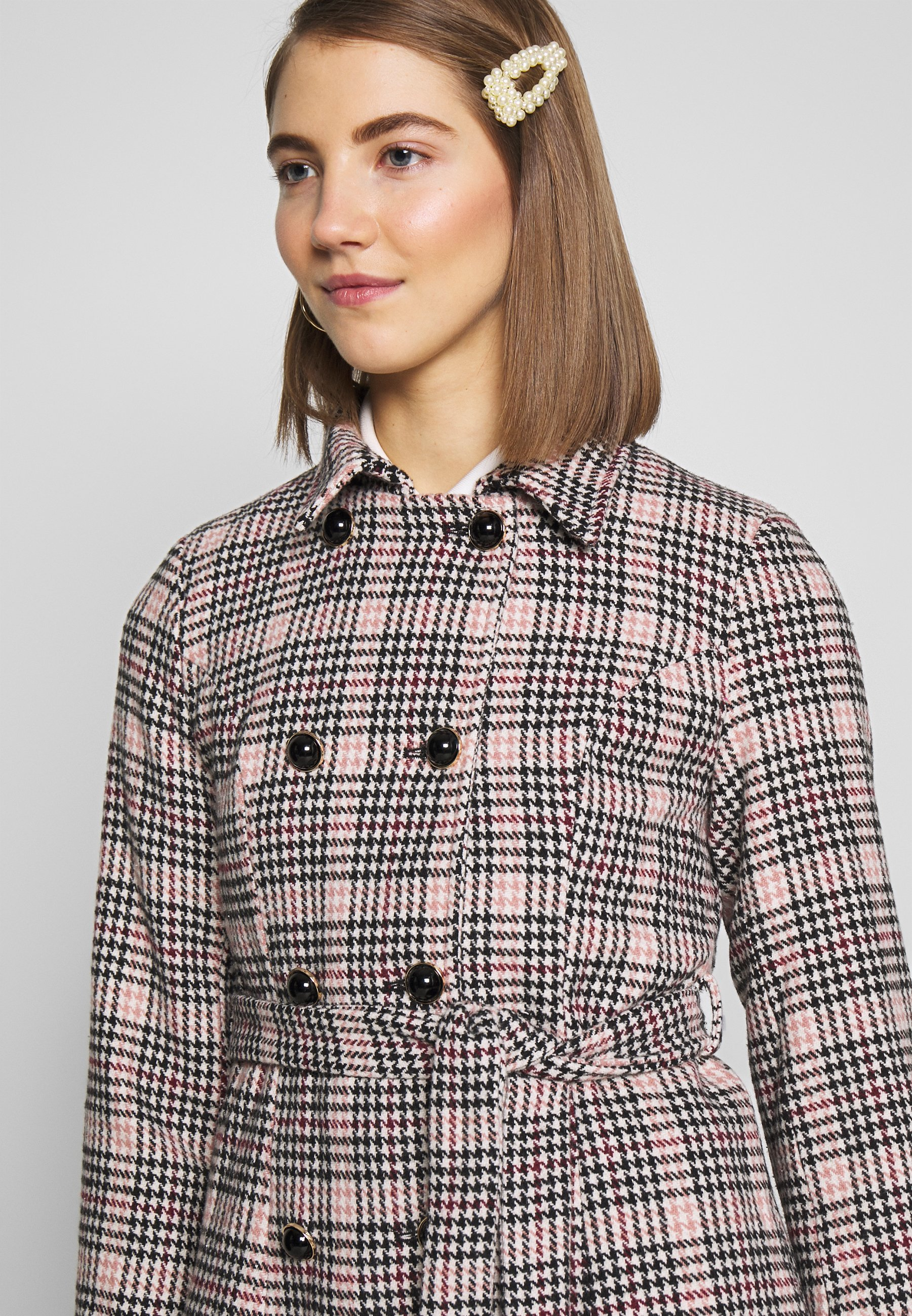 Fashion Union Model - Blazer Light Pink