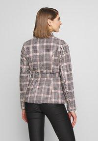 Fashion Union - MODEL - Blazer - light pink - 2