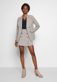 Fashion Union - BETTY - Sportovní sako - black/cream/brown - 1