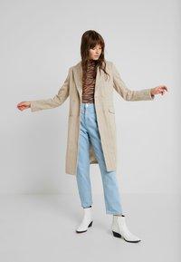 Fashion Union - TONEY - Zimní kabát - beige - 1