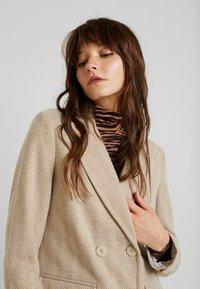 Fashion Union - TONEY - Zimní kabát - beige - 3