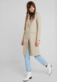 Fashion Union - TONEY - Zimní kabát - beige - 0
