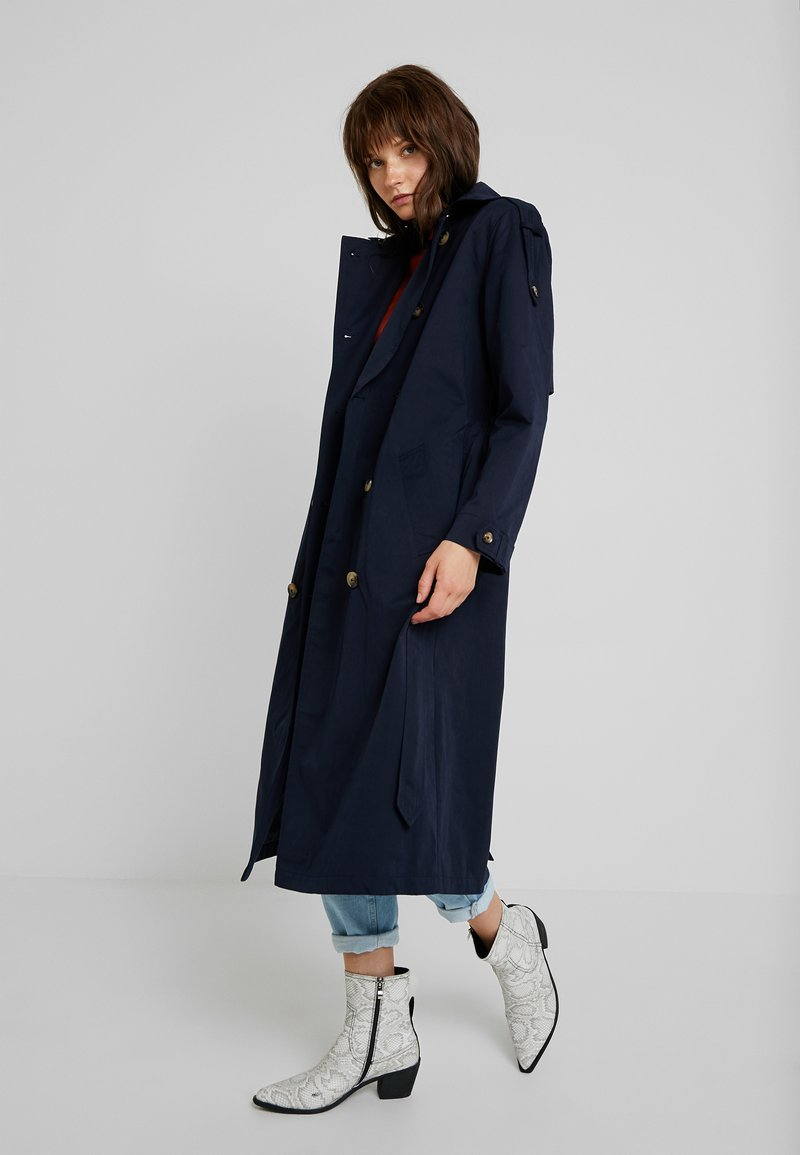 Fashion Union - ALBERT - Trenchcoat - navy
