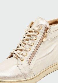 faina - Baskets basses - gold - 6