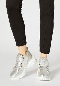 faina - Sneakers hoog - silver - 0