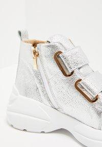 faina - Sneakers hoog - silver - 7