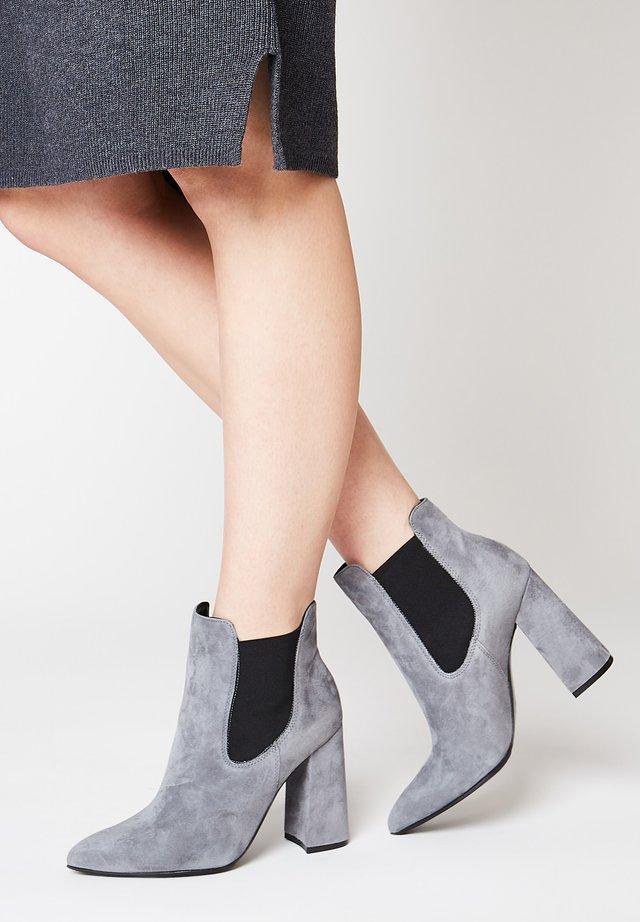 Nilkkurit - grey