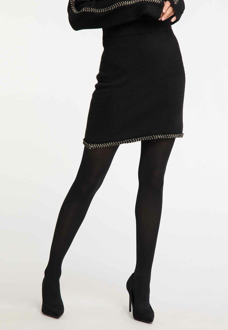 Faina - Jupe trapèze - black