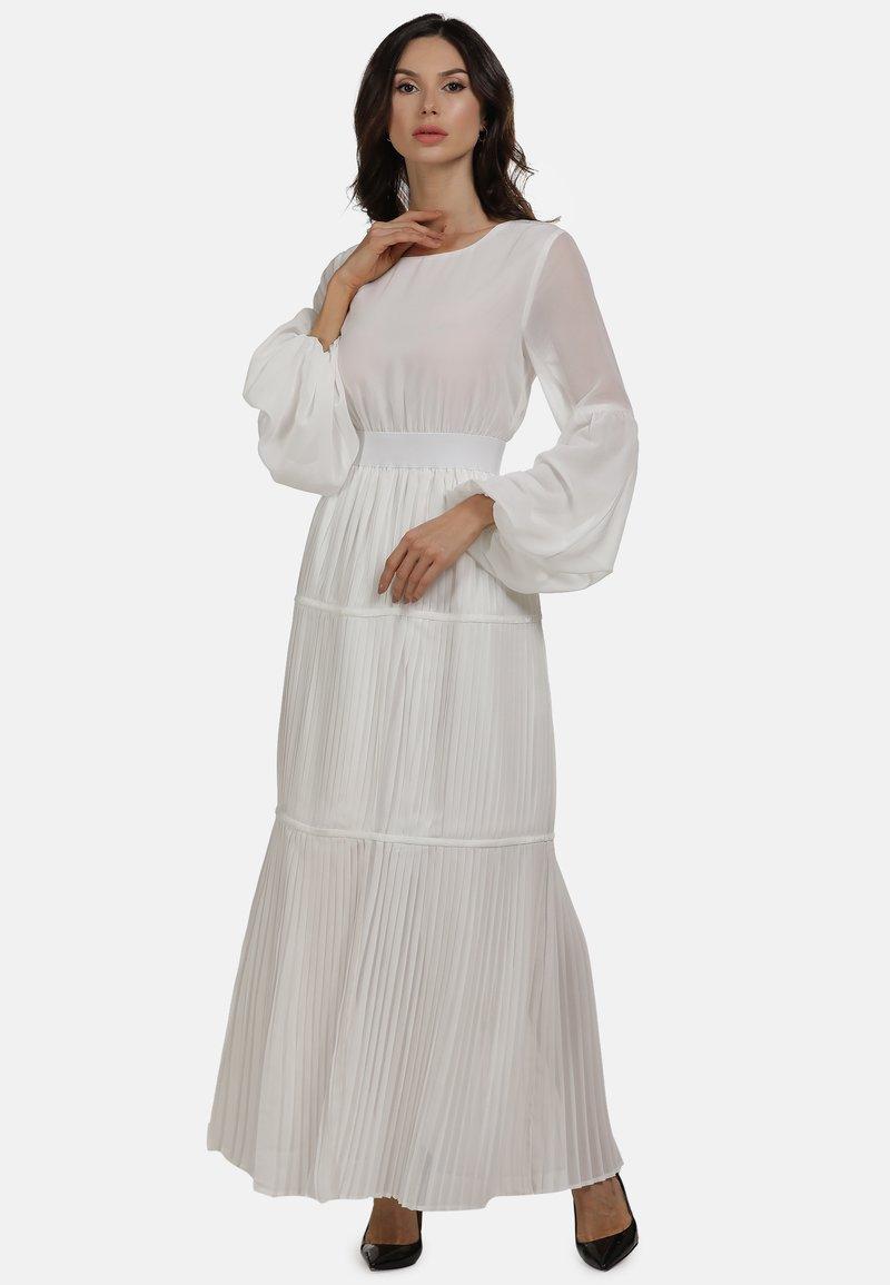 faina - KLEID - Maxi dress - weiss