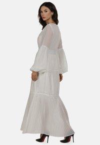 faina - KLEID - Maxi dress - weiss - 2