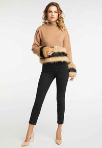 faina - Stickad tröja - kamel - 1