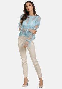faina - Stickad tröja - light blue - 1