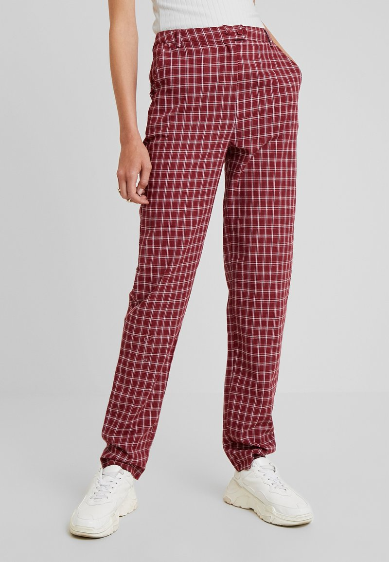 Fashion Union Tall - BRICK TROUSERS - Stoffhose - red check