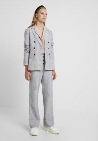 Fashion Union Tall - NERDY TROUSERS - Pantalones - grey - 2