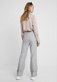Fashion Union Tall - NERDY TROUSERS - Pantalones - grey - 3