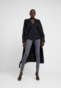 Fashion Union Tall - TORA SCALLOP TRIM - Sportovní sako - black - 1