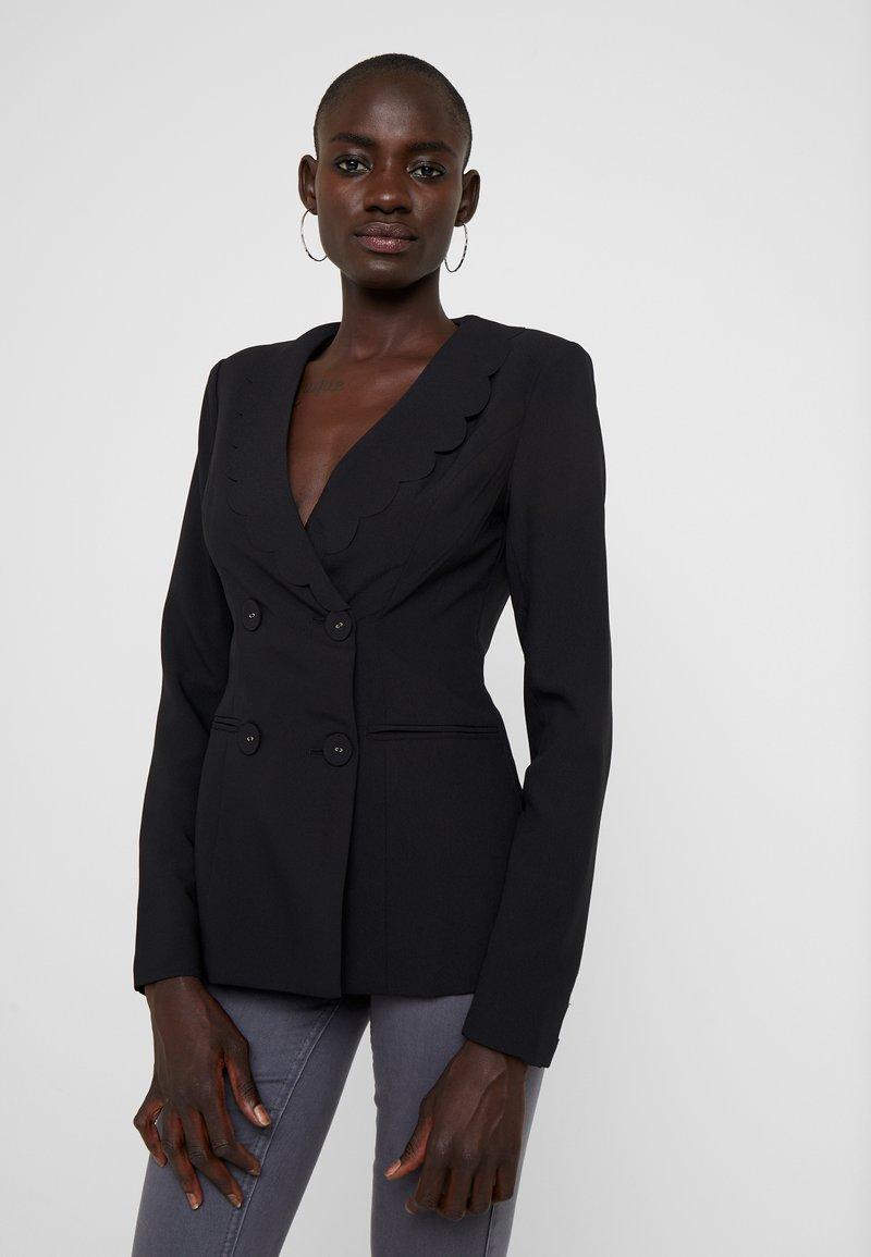 Fashion Union Tall - TORA SCALLOP TRIM - Blazer - black