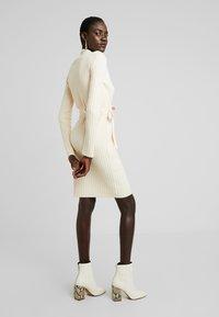 Fashion Union Tall - SPECIES - Strickkleid - oatmeal - 3