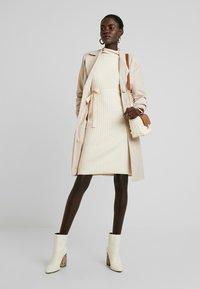 Fashion Union Tall - SPECIES - Strickkleid - oatmeal - 2