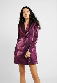 Fashion Union Tall - LOREM FASHION UNION METALLIC - Blusenkleid - plum - 0