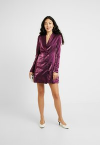 Fashion Union Tall - LOREM FASHION UNION METALLIC - Blusenkleid - plum - 2