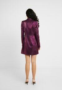 Fashion Union Tall - LOREM FASHION UNION METALLIC - Blusenkleid - plum - 3