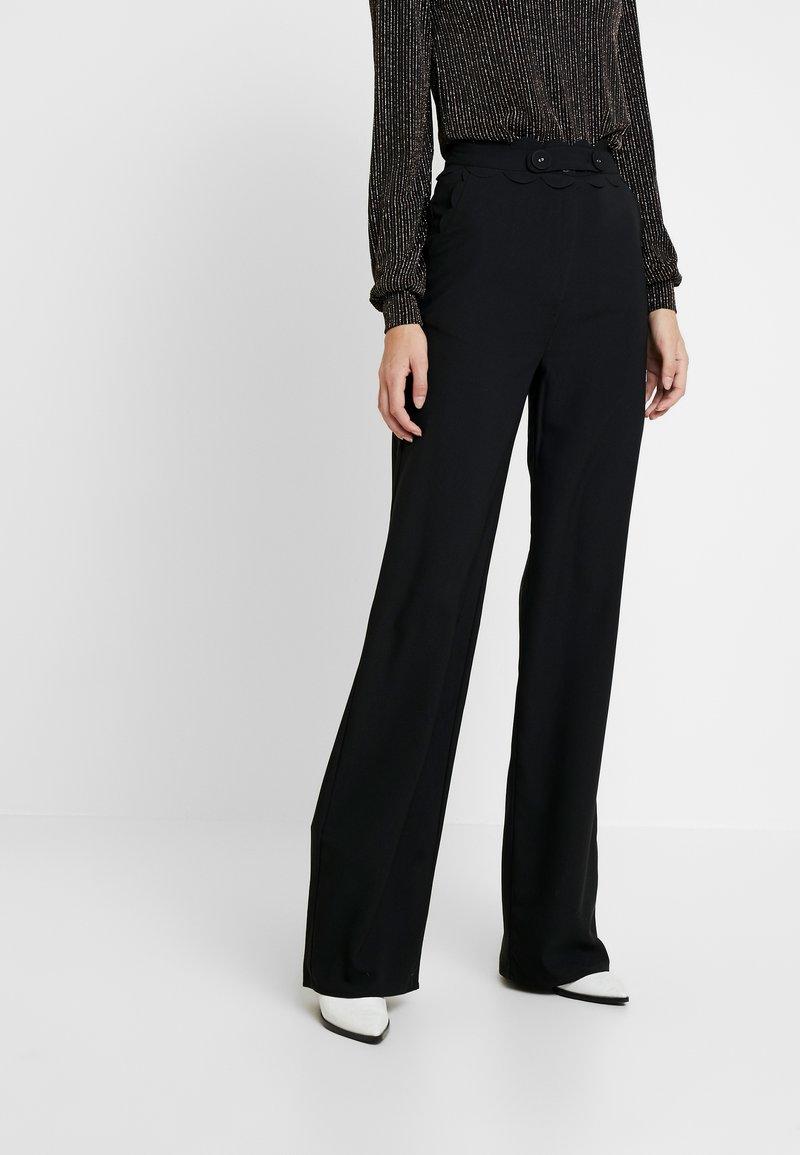 Fashion Union Tall - TORA SCALLOP TRIM TROUSER - Pantaloni - black