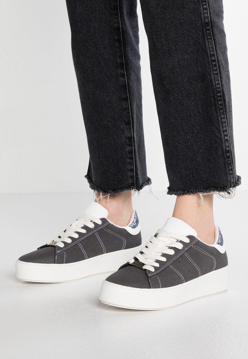 Faith - KIMYE - Sneakers laag - grey