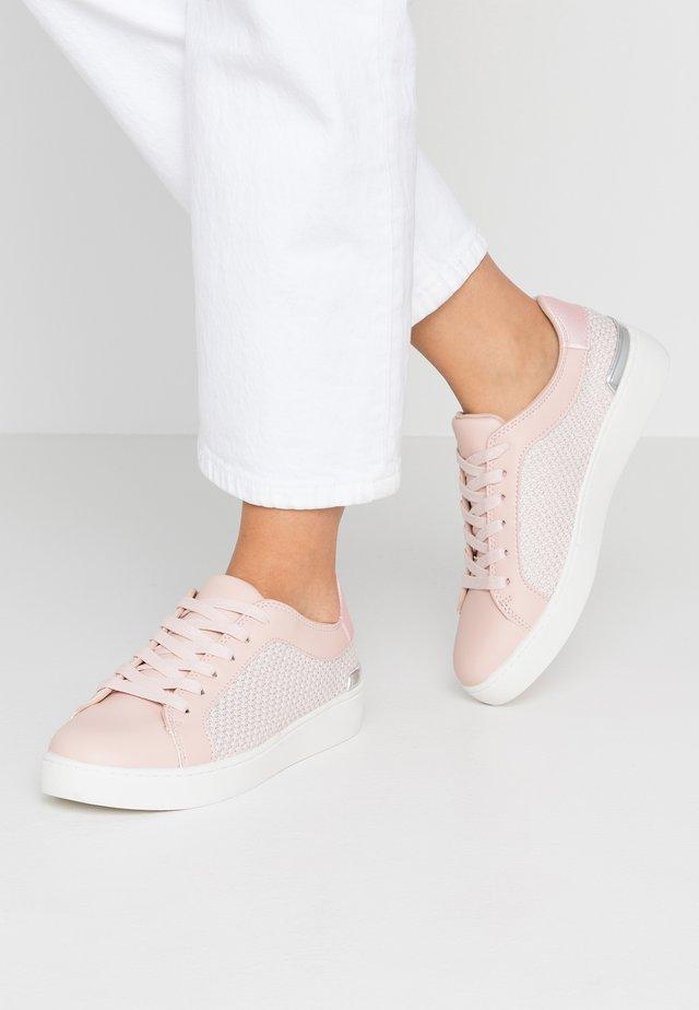 KEMBER - Matalavartiset tennarit - pink