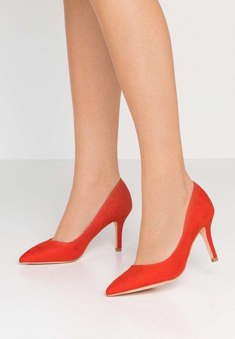 Faith - CHARIOT - Classic heels - orange