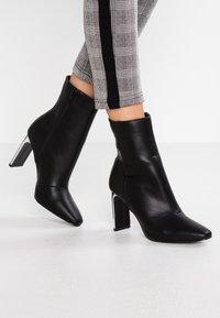Faith - BETTY - High Heel Stiefelette - black - 0