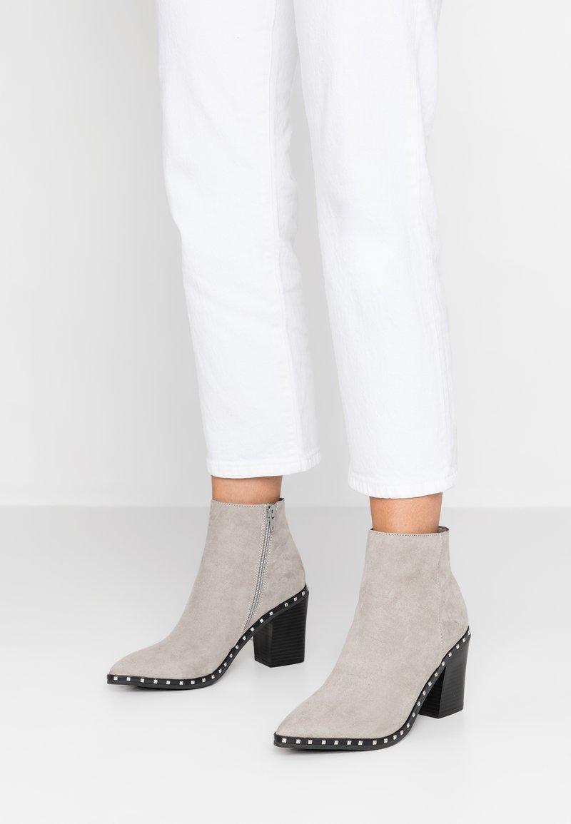 Faith - BOMBSHELL - High heeled ankle boots - grey