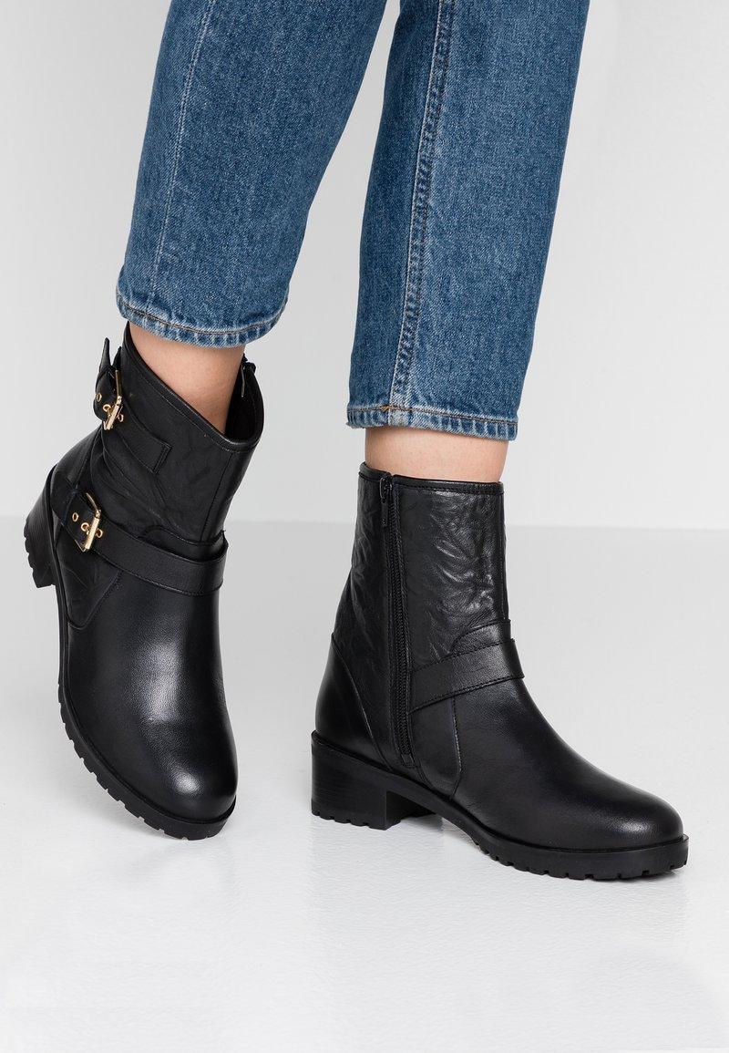 Faith - BIKE - Cowboy/biker ankle boot - black
