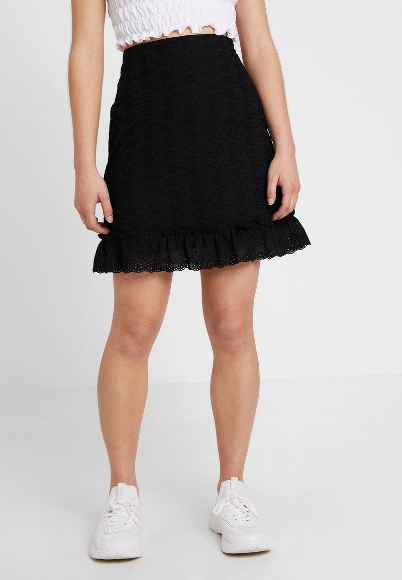 Fashion Union Petite - FASHION UNION ANGLAISE MINI SKIRT WITH FRILLED HEM - Spódnica trapezowa - black
