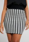 Fashion Union Petite - HIBISCUS SKIRT - Minifalda - black/cream