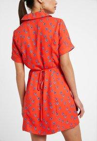 Fashion Union Petite - TANYA - Skjortekjole - tangerine dream - 4