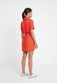 Fashion Union Petite - TANYA - Skjortekjole - tangerine dream - 2
