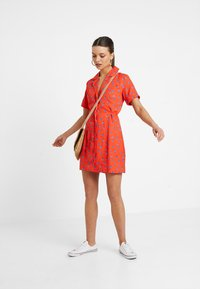 Fashion Union Petite - TANYA - Skjortekjole - tangerine dream - 1