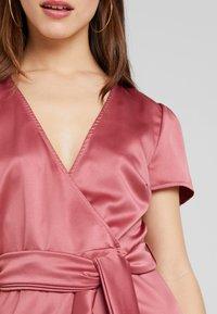 Fashion Union Petite - WRAP DRESS WITH WAIST - Vestido de cóctel - pink - 4