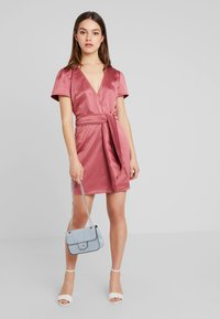 Fashion Union Petite - WRAP DRESS WITH WAIST - Robe de soirée - pink - 1