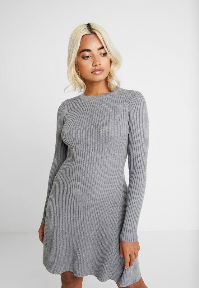 VERONICA - Strikket kjole - grey