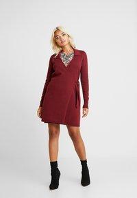 Fashion Union Petite - BANEBERRY - Robe pull - burgundy - 2