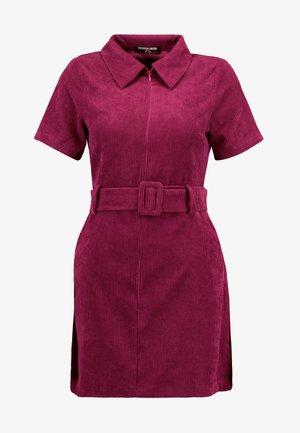 RIO FASHION UNION BELTED MINI DRESS - Vestito estivo - cranberry