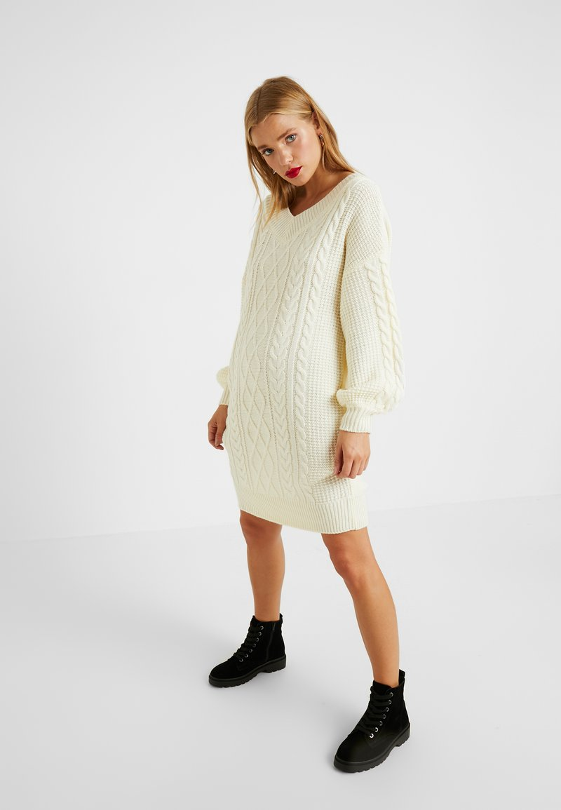 Fashion Union Petite - QUINCE CABLE MINI DRESS - Robe pull - cream