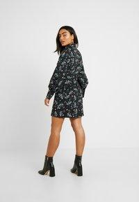 Fashion Union Petite - PEACH - Robe d'été - star - 3
