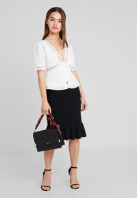 Fashion Union Petite - BLOUSE WITH INSERT - Blouse - ivory - 1