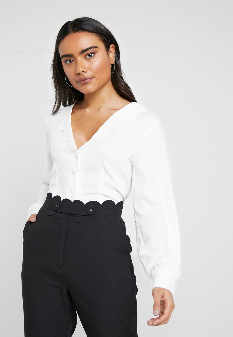 Fashion Union Petite - BEN FASHION UNION FITTED  WITH SCALLOP COLLAR  - Button-down blouse - ivory