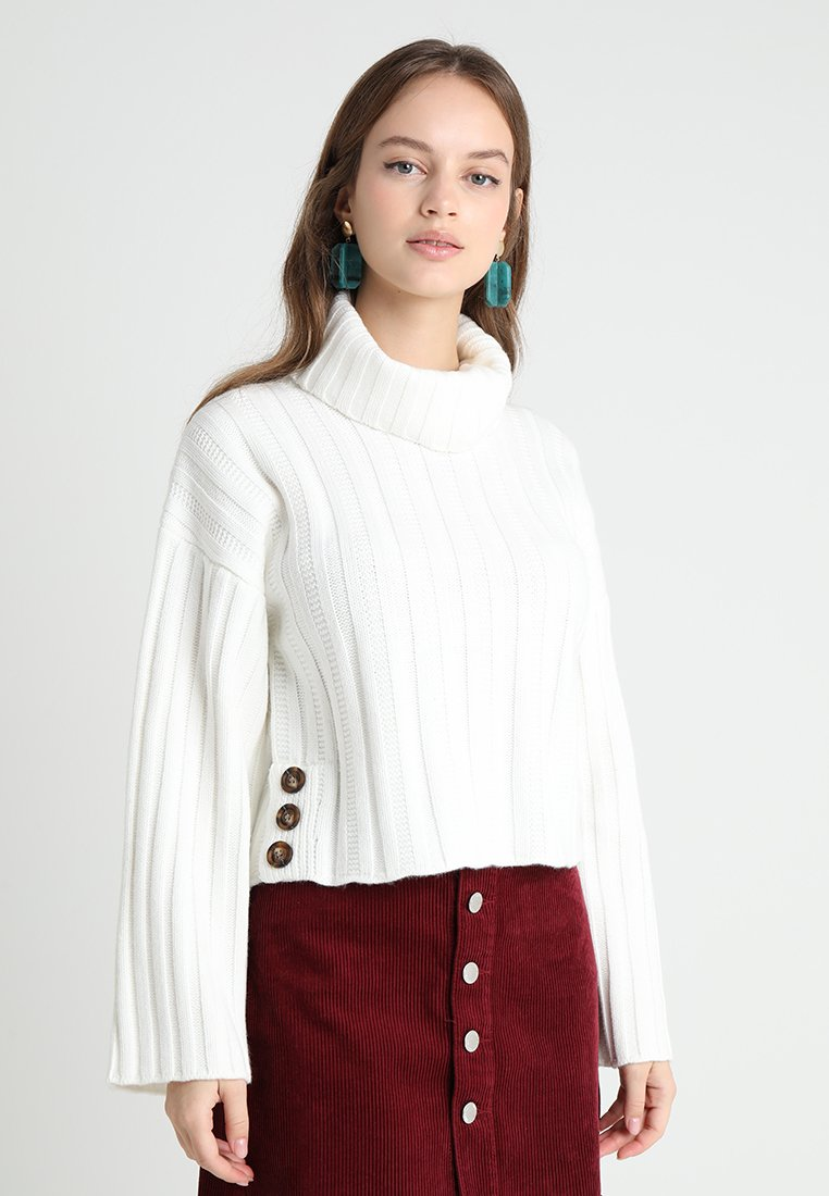 Fashion Union Petite - RHEAS ROLL NECK JUMPER WITH BUTTON SIDE DETAIL - Sweter - white
